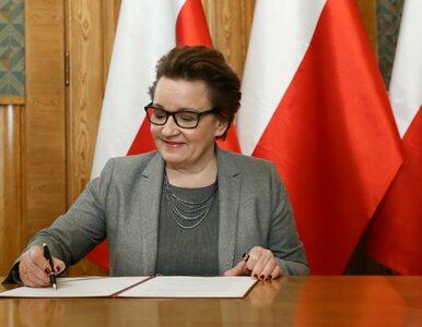 Minister Anna Zalewska podpisała podstawę programową
