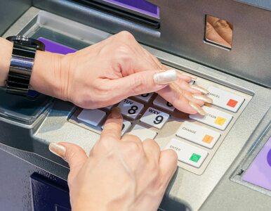 Kto jeszcze wypłaca gotówkę z bankomatu? Nieliczni...