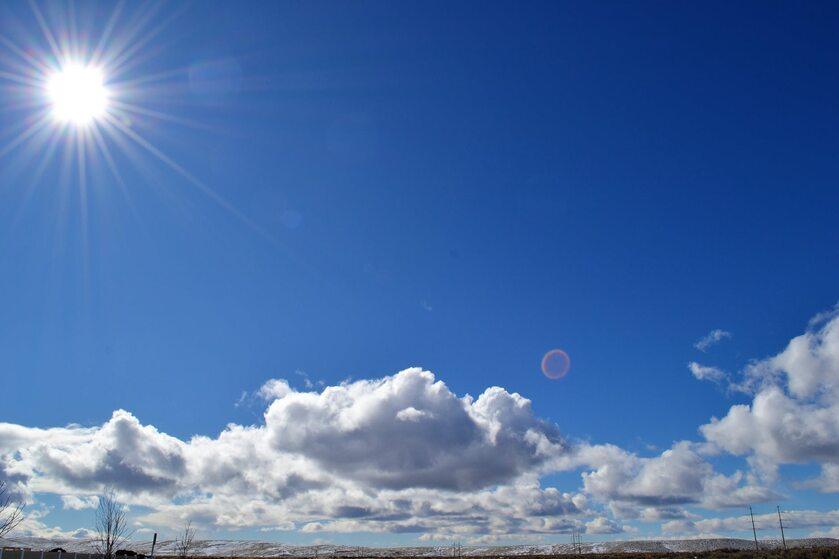 Słońce, chmury, zdjęcie ilustracyjne
