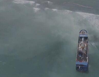 Chiński statek osiadł na mieliźnie u wybrzeży Mauritiusa. Na nagraniach...