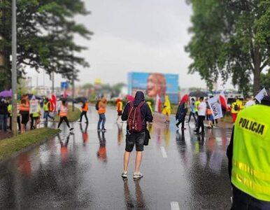 """""""Droga całkowicie zablokowana"""". Korki na Hel, protestują rolnicy i..."""