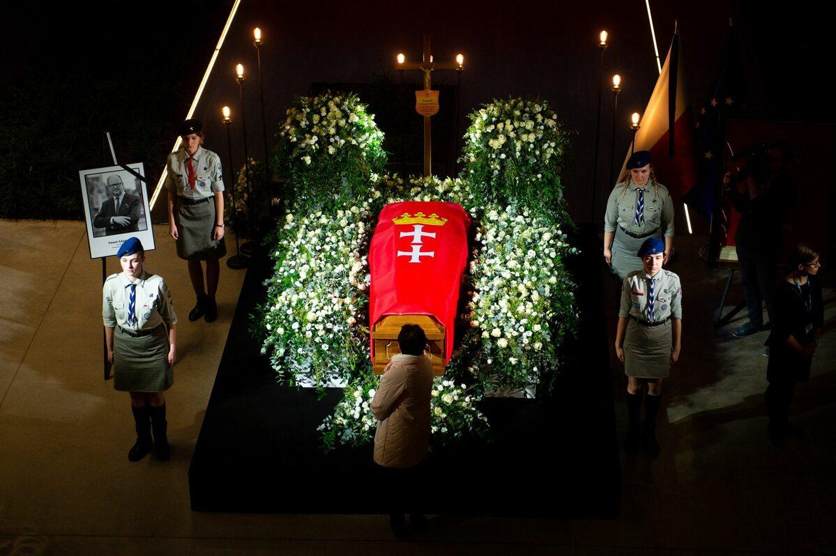 Trumna z ciałem prezydenta Adamowicza w Europejskim Centrum Solidarności