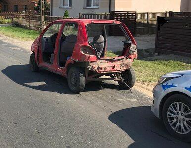 Łódzkie. Takim autem – bez drzwi, świateł, klapy bagażnika – jechał...