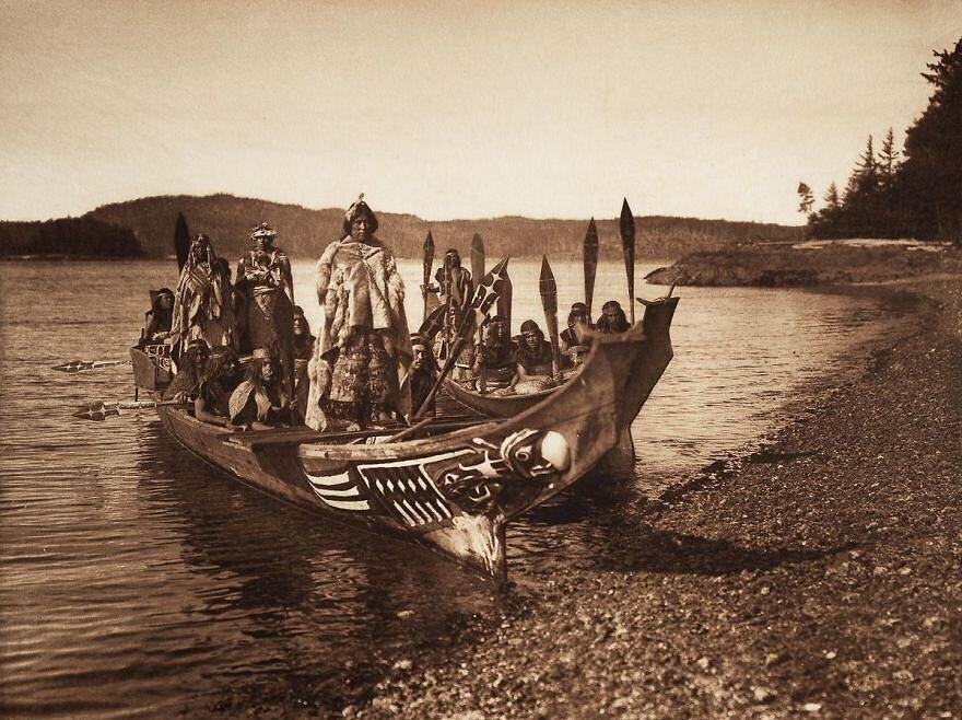 Indianie z plemienia Kwakiutlów w ślubnym orszaku