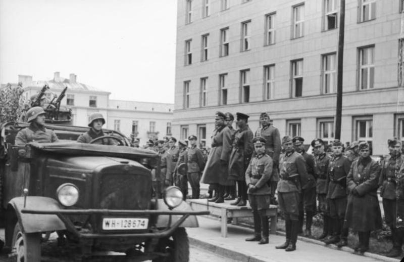Defilada przed Heinzem Guderianem i Siemionem Kriwoszeinem w Brześciu nad Bugiem (22 września 1939 r.)