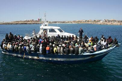 Jak imigranci dostają się do Europy