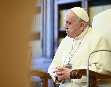 Papież wznawia audiencje z udziałem wiernych. Podano datę