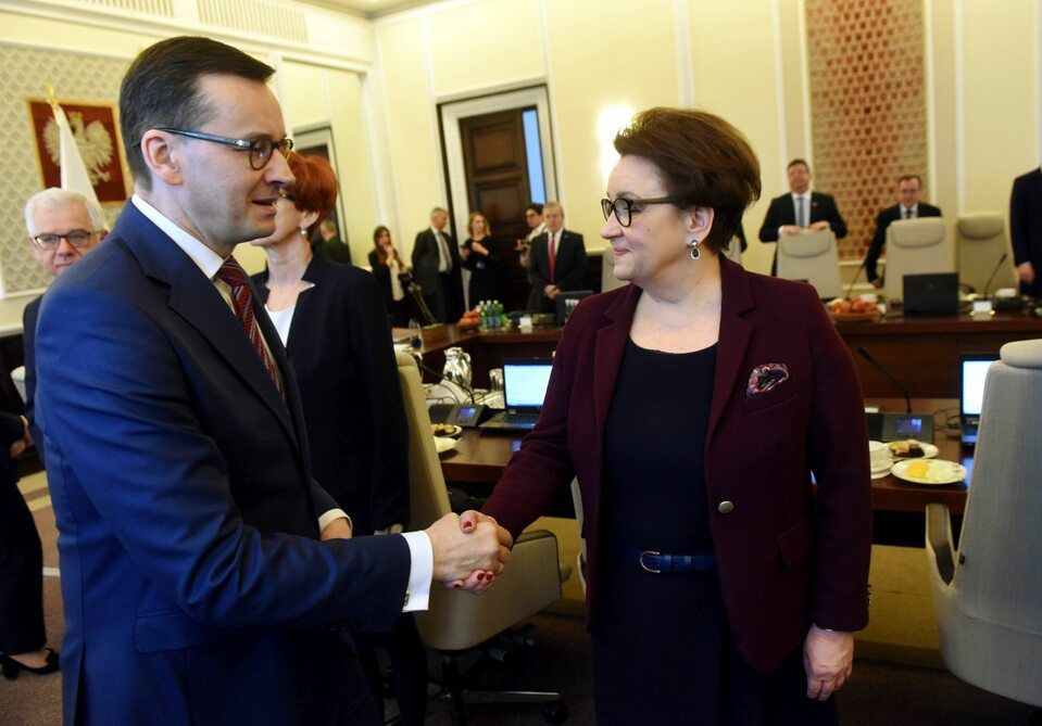 Posiedzenie rządu. Na pierwszym planie Mateusz Morawiecki i Anna Zalewska