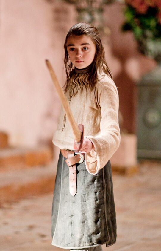 """Arya Stark sezon 1 Maisie Williams, gdy zaczynała przygodę na planie """"Gry o tron"""", miała 14 lat."""
