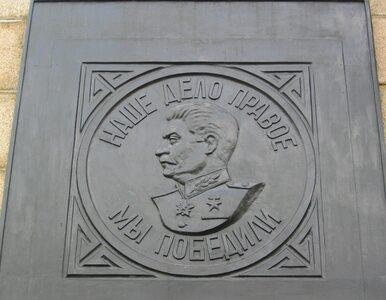 Płaskorzeźba ze Stalinem na cmentarzu w Lubuskiem