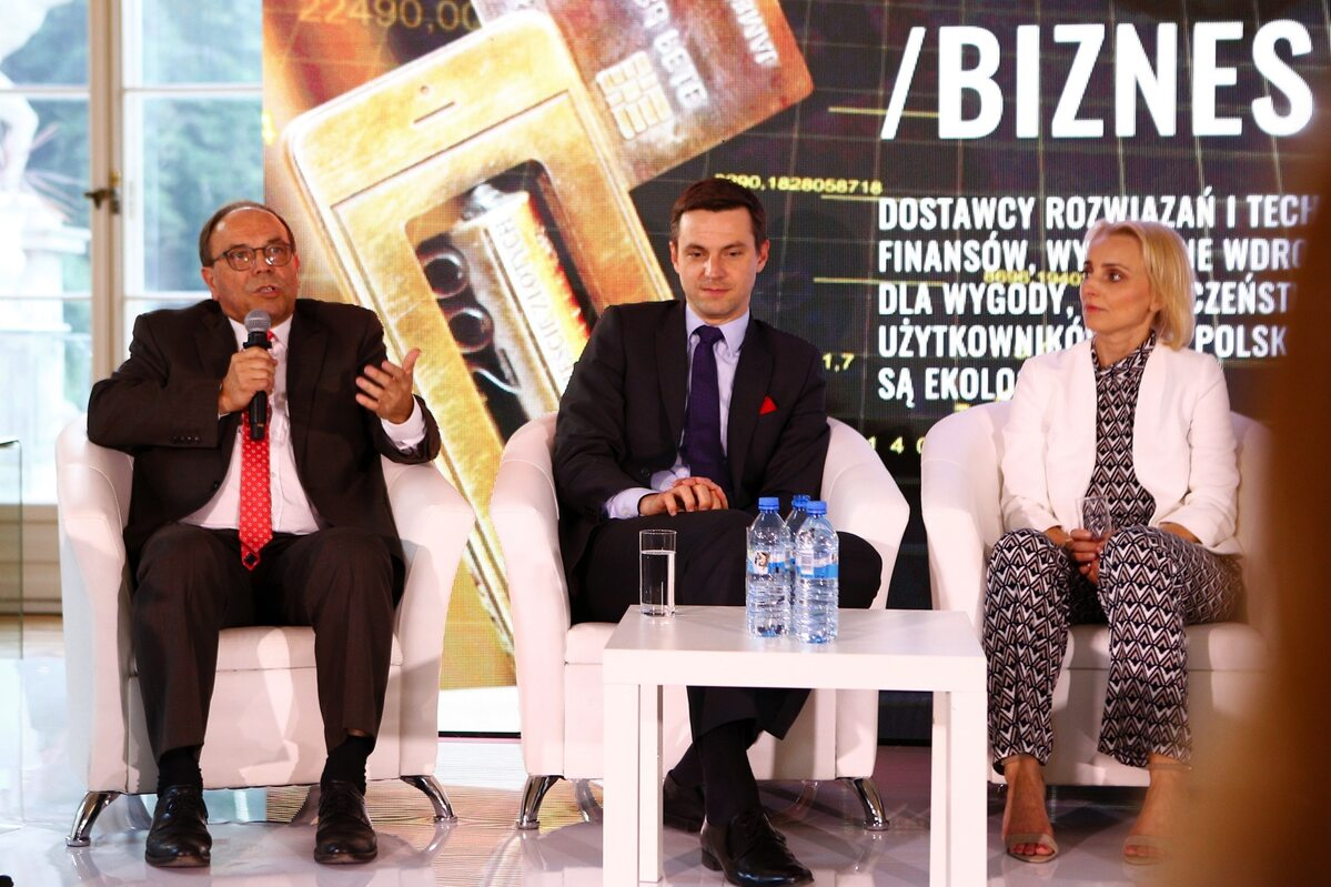 Uczestnicy debaty: Mariusz Groszek(FPB), Adrian Kurowski (Visa Polska), Joanna Seklecka (eService)