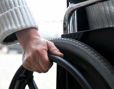 Ukradli mu specjalny rower, więc z Berlina do Łodzi jechał na wózku