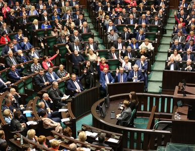 """Rządowy projekt """"Za życiem"""" w Sejmie. 4 tys. złotych po urodzeniu..."""