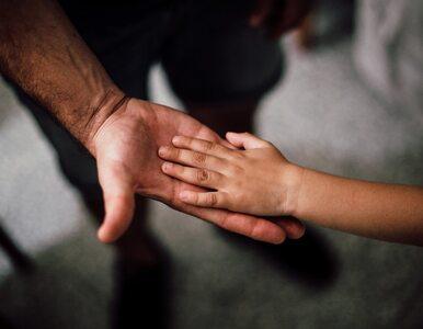 Jak rozmawiać z dzieckiem o śmierci bliskich z powodu COVID-19? Eksperci...