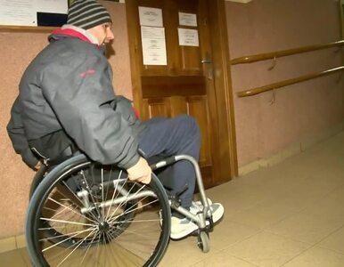 Niepełnosprawny radny elekt nie złożył ślubowania, bo nie mógł wejść na...