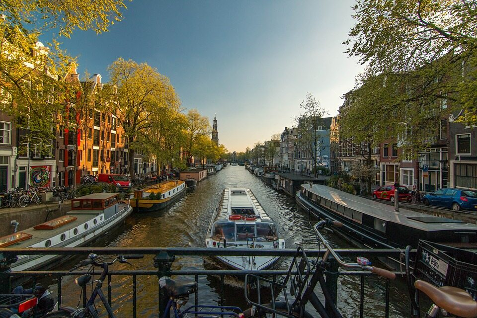 To piętnasta pod względem liczby ludności europejska stolica. Jak się nazywa?