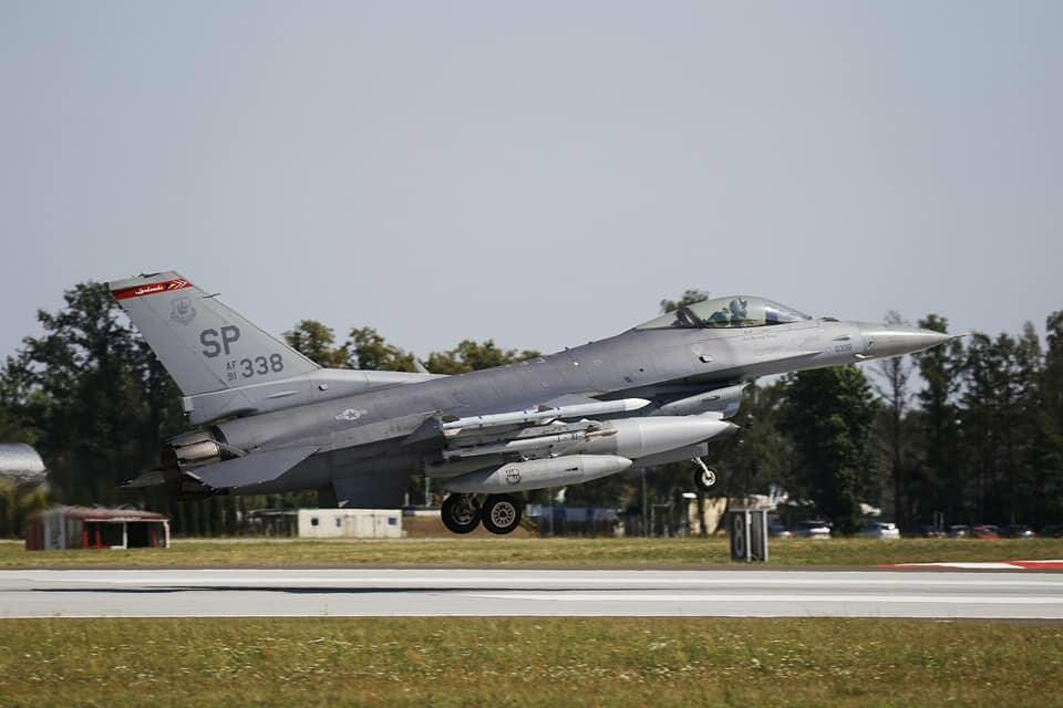Nad Warszawą pojawiły się polskie i amerykańskie F-16