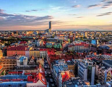 We Wrocławiu kolejny alarm bombowy. Przyczyną czarna walizka na przystanku