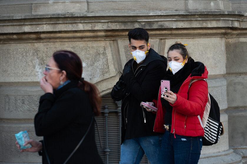 Ludzie na ulicy w Barcelonie