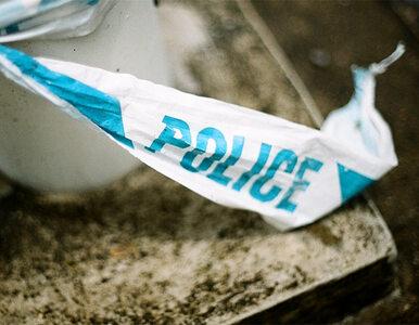 Mężczyzna zabarykadował się w domu z synem i żoną. Grozi eksplozją