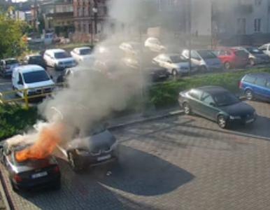W Tczewie spłonęły auta, szkody na 20 tys zł. Wszystko przez 4- i 9-latka