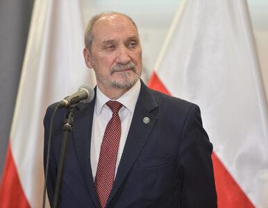 """""""Fakt"""": Macierewicz miał kolizję w Warszawie. Szybko zniknął z miejsca..."""