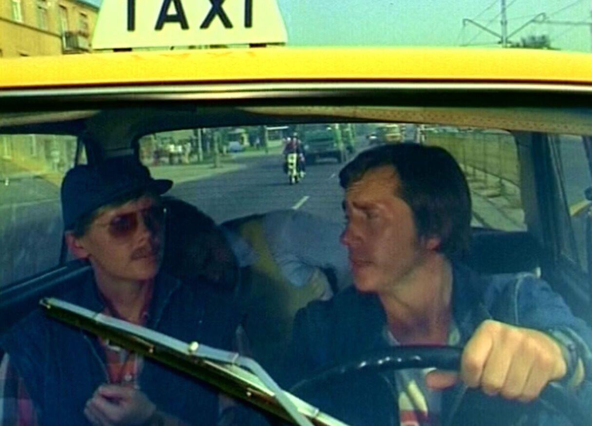 """Jaki numer boczny miała taksówka, którą jeździł Jacek Żytkiewicz, bohater serialu """"Zmiennicy""""?"""