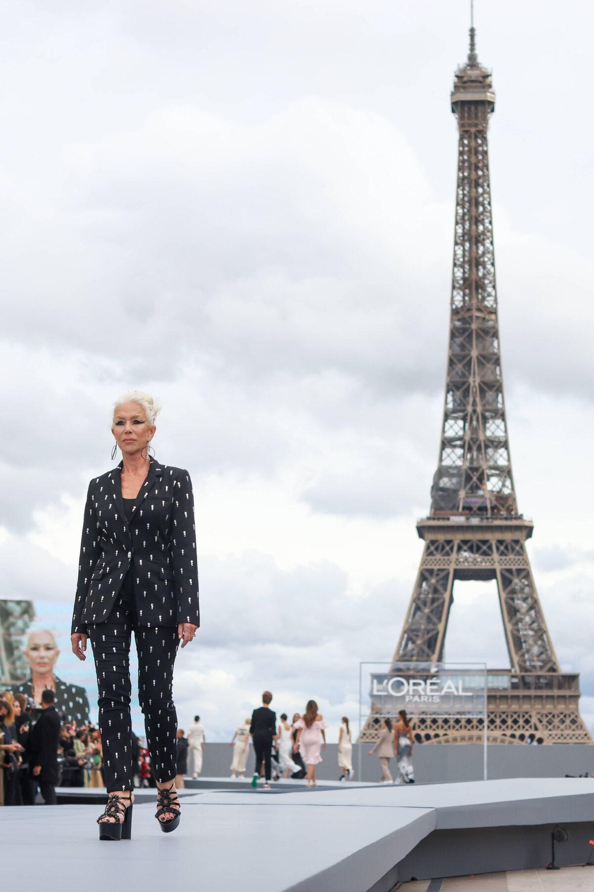 76-letnia Helen Mirren podczas Paris Fashion Week