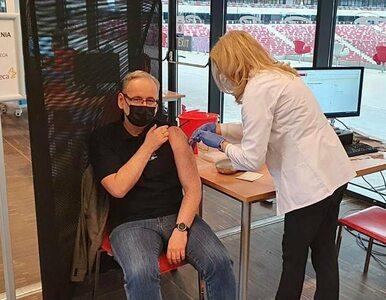 """Minister zdrowia zaszczepił się przeciwko koronawirusowi. """"Walka o to,..."""