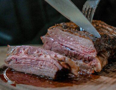 Niemal połowa Polaków ograniczyła jedzenie mięsa. Hodowcy liczą na...