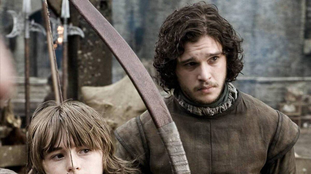 "Jon Snow w 1. sezonie ""Gry o tron"" Jona Snowa gra aktor Kit Harington."