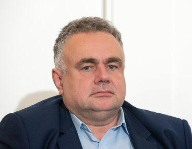 """""""Gazeta Polska"""" musi usunąć naklejki? Sakiewicz twierdzi, że to """"fakenews"""""""