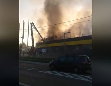 Nowy Sącz. Kłęby dymu nad miastem. Pali się sklep Media Expert