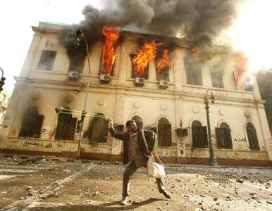 Egipt: kamienie w powietrzu, wojsko na ulicach. Kair protestuje