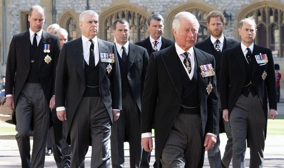 Książę Karol szedł za trumną ojca
