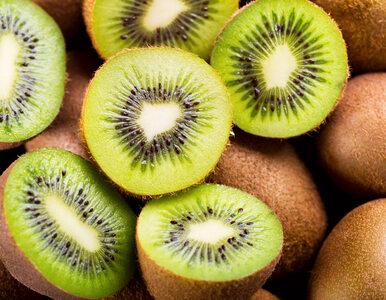 Naukowcy: Spożywanie całych owoców, zwłaszcza kiwi, poprawia samopoczucie