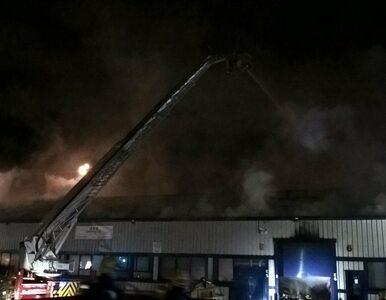 Ogromny pożar w Londynie. Z żywiołem walczy ponad 120 strażaków