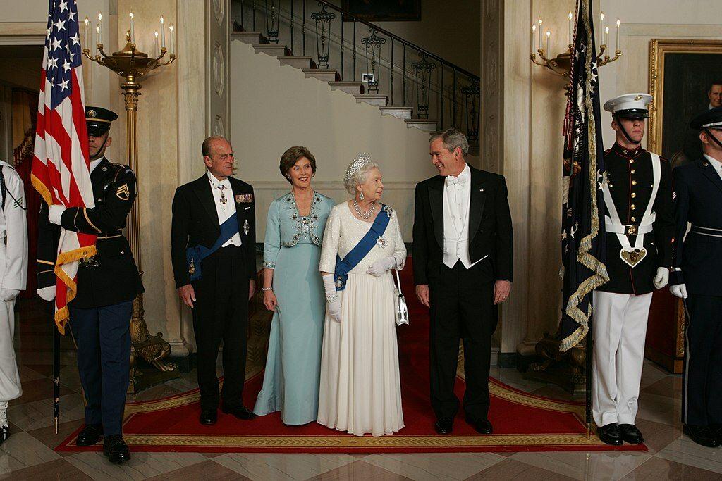 Książę Filip na zdjęciu z królową Elżbietą II, prezydentem USA Georgem W. Bushem  i jego żoną w 2007 roku