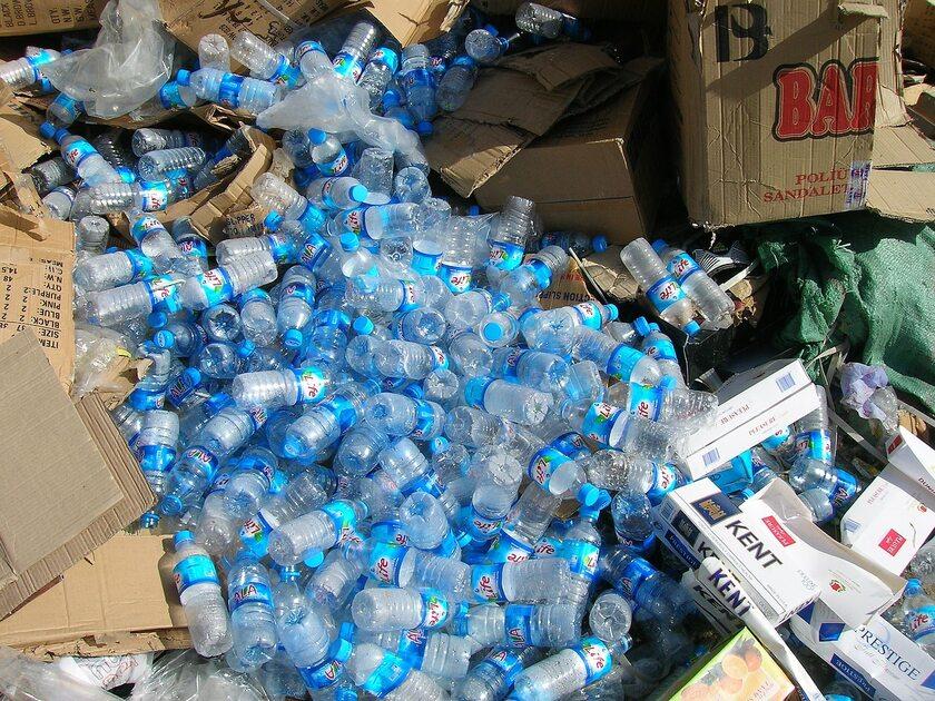 Plastikowe butelki, zdj. ilustracyjne
