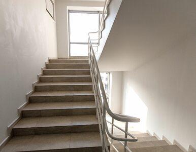 Zadyszka przy wchodzeniu po schodach: Co to za objaw i co robić?