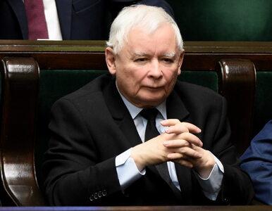 """Sąsiedzi Kaczyńskiego skarżą się na policję. """"Silnik mają odpalony cały..."""