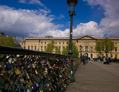 Paryski most nie zniósł wagi miłości