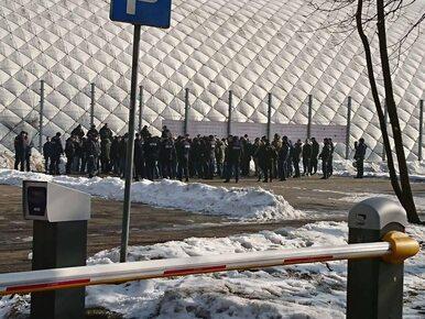 """Zadymy w """"Chmurach"""" i stadionowym barze Legii. Do Warszawy przyjechali..."""