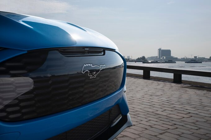 Ford-Mustang-Mach-E-GT