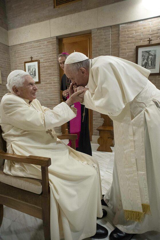 Papież Franciszek i papież senior Benedykt XVI