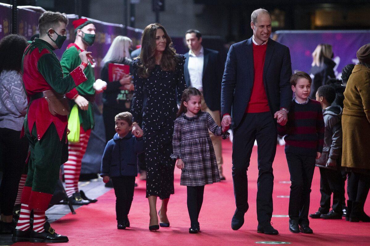 Kate i William z dziećmi - od lewej: Louisem, Charlotte i George'em