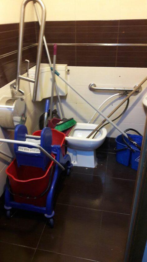 Toaleta dla niepełnosprawnych w 4-gwiazdkowym hotelu