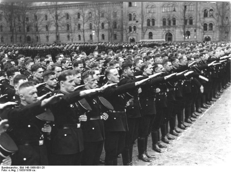 Która znana firma produkowała mundury dla oddziałów SS?