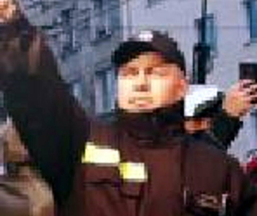 Ci mężczyźni odpalali race na marszu w Warszawie