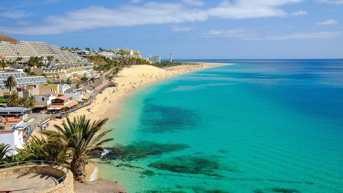Widok z lotu ptaka na plaży w Playa del Matorral w Morro Jable